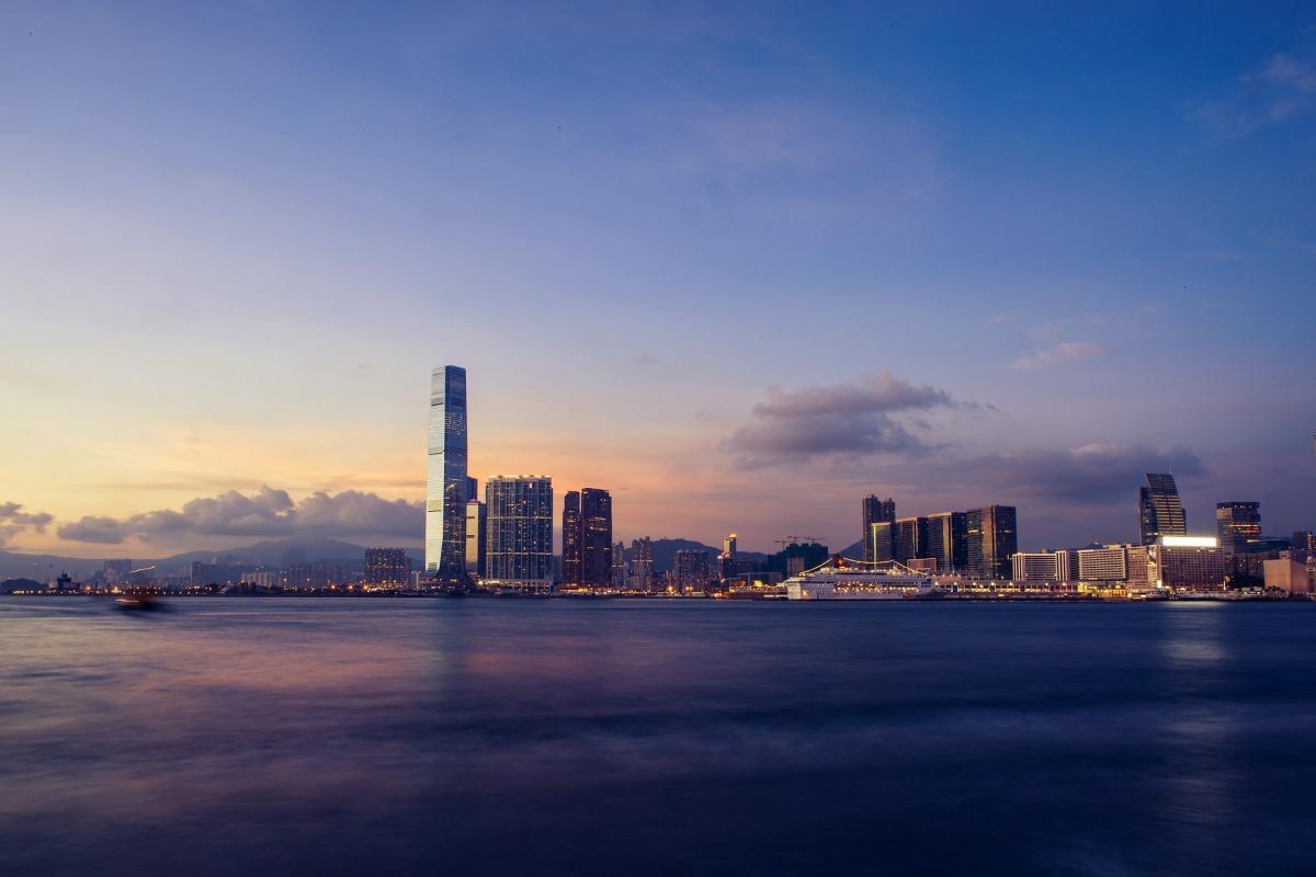 HK Budget -  (victoria harbour).jpg